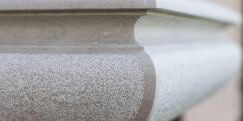 maccaboni-prodotti-fontana-fontanella-dettaglio-lavorazione-marmo-botticino-1024x682