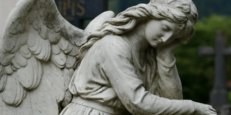 monument-statue-cross-cemetery-death-thoughtful-592556-pxhere.com